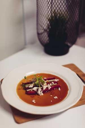 Venez partagez un bon repas créatif dans un décor original et chaleureux en plein coeur de Repentigny