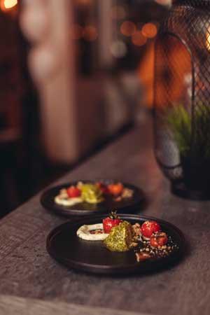 Venez déguster un magnifique plat sur notre terrasse au coeur du centre-ville de Repentigny dans Lanaudière